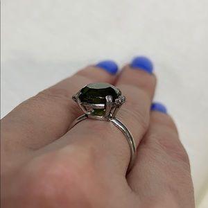 Vintage Jewelry - 18K W gold natural green tourmaline & diamond RING